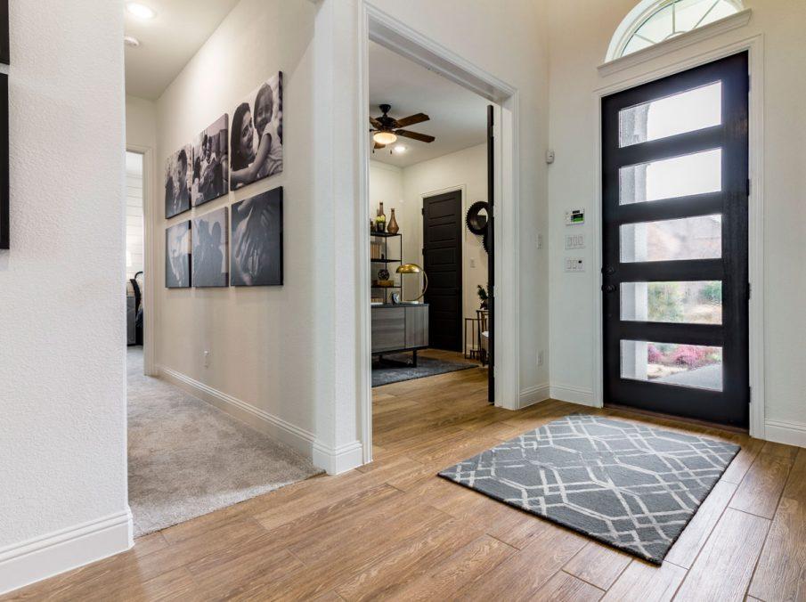 Landon Homes 675 Newbridge Entry Way
