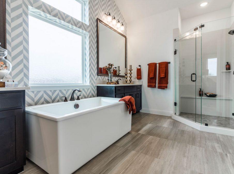 Landon Homes 675 Newbridge Master Bathroom Tub and Shower